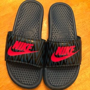 Nike slides teal, pink & black good cond size 7